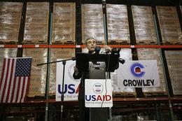 Carlos Gutiérrez, secretario de Comercio de EE UU, comparece el 17 de septiembre, tras rechazar La Habana la ayuda humanitaria. (AP)