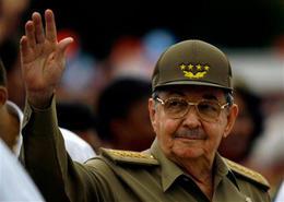 Raúl Castro demoró 17 dias en visitar la zona afectada por el Gustav. Lo hizo el miércoles 17 de agosto de 2008 en Isla de la Juventud. (AP)